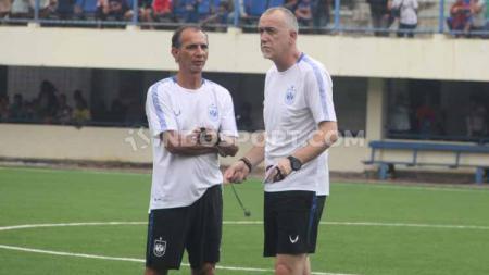 Pelatih PSIS Semarang, Dragan Djukanovic, memimpin sesi latihan tim menjelang kick-off Liga 1 2020. - INDOSPORT