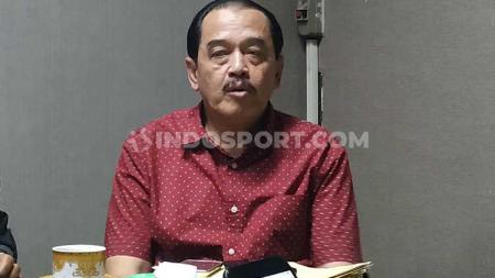 Ketua KONI Jatim Erlangga Satriagung, memulangkan atletnya yang saat ini menggelar pemusatan latihan di China. - INDOSPORT