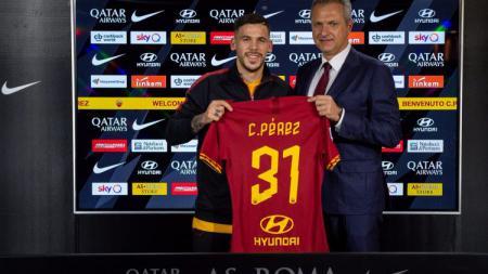 Pemain Barcelona yang tengah dipinjamkan ke AS Roma, Carles Perez, mencurahkan perasaannya setelah ia merasa dibohongi oleh raksasa LaLiga Spanyol itu. - INDOSPORT