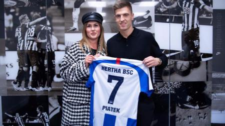 Striker Polandia, Krzysztof Piatek gabung Hertha Berlin buktikan kutukan menyertai raksasa Serie A Liga Italia, AC Milan. - INDOSPORT