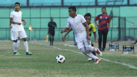Pemain PSMS Medan, Fiwi Dwipan, mengaku tak begitu tahu perihal pemotongan gaji selama dihentikannya Liga 2 akibat pandemi virus Corona. - INDOSPORT