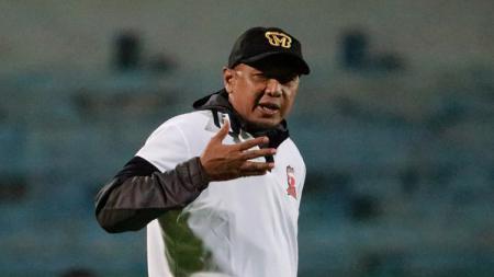 Kepala pelatih Rahmad Darmawan turut memberikan respons kala Madura United ikuti kompetisi pramusim Piala Gubernur Jatim 2020. - INDOSPORT