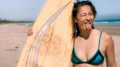 Indosport - Atlet bulutangkis Australia, Gronya Somerville, tampak menyegarkan pikiran dan tubuhnya dengan melakukan spa.