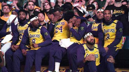 Center LA Lakers, Dwight Howard tidak sepahan dengan rekan satu timnya LeBron James usai menyatakan dukungannya kepada Kyrie Irving yang menolak lanjutkan NBA. - INDOSPORT