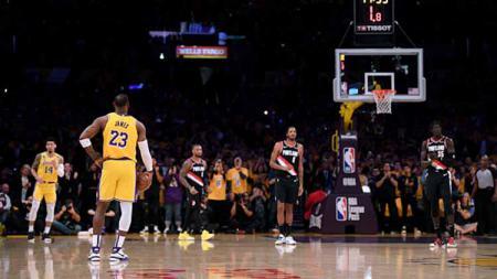 Start buruk dialami oleh LA Lakers dalam babak pertama Playoff NBA 2019/20 usai takluk dari Portland Trail Blazers pada Rabu (19/08/20) WIB. - INDOSPORT