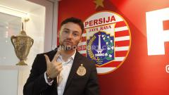 Indosport - Persija Jakarta, klub Liga 1 2020, sepertinya bisa belajar dari Persib Bandung, agar bijak dalam menuntaskan proses naturalisasi Marc Klok