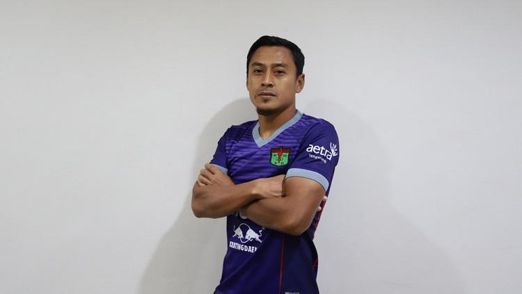 Pemain baru Persita Tangerang, Samsul Arif, diperkenalkan menjelang Liga 1 2020. Copyright: Media Persita