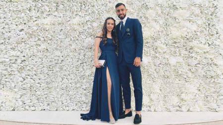 Pemain baru Manchester United, Bruno Fernandes, dan istrinya Ana Pinho. - INDOSPORT