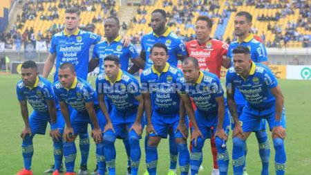 Starting eleven Persib Bandung menghadapi Melaka United di laga uji coba di Stadion Si Jalak Harupat, Kabupaten Bandung, Sabtu (01/02/2020). - INDOSPORT