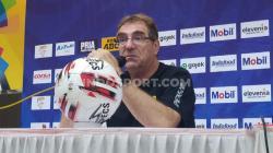 Pelatih Persib Bandung, Robert Rene Alberts di konferensi pers pasca laga uji coba melawan Melaka United.