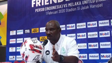 Pelatih Melaka United, Zainal Abidin saat konferensi pers seusai laga menghadapi Persib di Stadion Si Jalak Harupat, Sabtu (01/02/20). - INDOSPORT