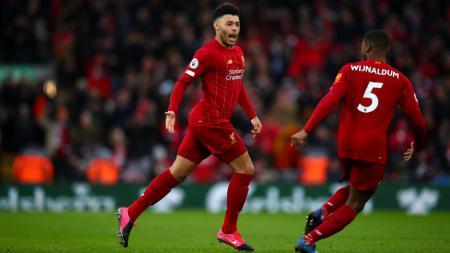 Alex Oxlade-Chamberlain merayakan golnya dalam laga Liga Inggris Liverpool vs Southampton - INDOSPORT