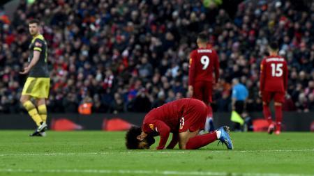 Mohamed Salah lakukan sujud syukur usai mencetak gol dalam laga Liverpool vs Southampton. - INDOSPORT