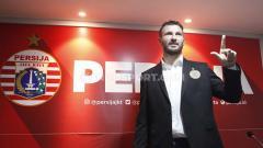 Indosport - Pemain asing klub Liga 1 2020 Persija Jakarta, Marco Motta, memberi komentar terkait momen Idulfitri pertamanya di Indonesia.