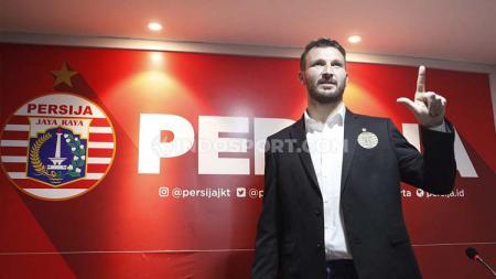 Pemain klub Liga 1 2020 Persija Jakarta, Marco Motta, membuat para netizen salah fokus saat mengunggah momen bersama Marko Simic. - INDOSPORT