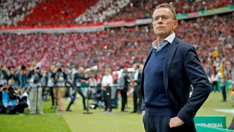 Ralf Rangnick dirumorkan segera menjadi pelatih kepala AC Milan. Copyright: Sport Bild