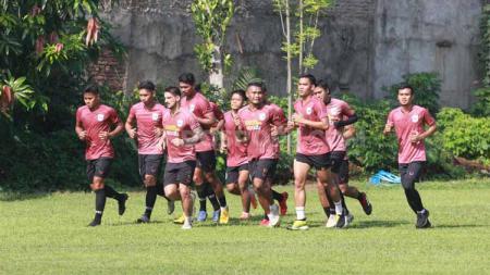 Dua pemain klub Liga 1 PSIS Semarang asal Brasil yakni Bruno Silva dan Wallace Costa tidak nampak dalam sesi latihan tim yang dilakukan di Lapangan Telo. - INDOSPORT
