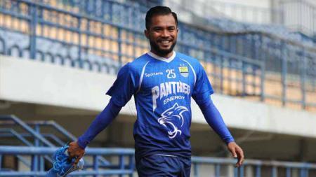 Beberapa nama pemain mungkin bisa dijadikan Persib Bandung sebagai alternatif, jika duet Wander Luiz dan Geoffrey Castillion sedang mandul. - INDOSPORT