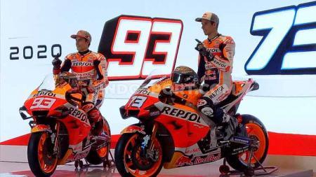 Duo pembalap Repsol honda Alex Marquez dan Marc Marquez sukses raih podium pertama serta kedua langkahi Valentino Rossi pada balapan MotoGP Virtual. - INDOSPORT