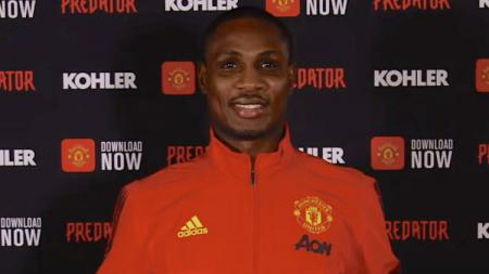 Odion Ighalo resmi diperkenalkan oleh Manchester United. - INDOSPORT