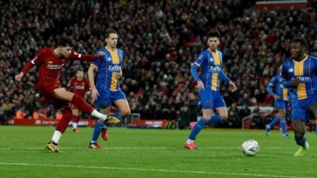 Aksi pemain muda Liverpool di pertandingan pilaa FA melawan Shrewsbury, Rabu (05/02/20). - INDOSPORT