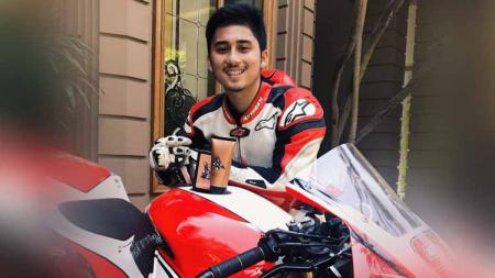 Nama Alshad Ahmad kini tengah menjadi sorotan lantaran sepupu artis ternama Raffi Ahmad tersebut merupakan seorang pembalap Indonesia yang tajir melintir. - INDOSPORT