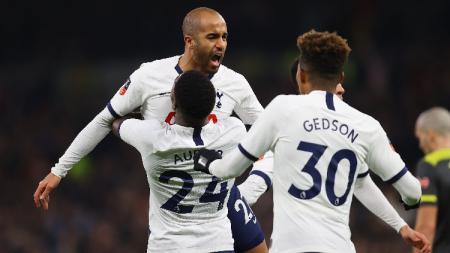 Tottenham Hotspur merayakan gol ke gawang Southampton dalam laga babak keempat Piala FA, Kamis (06/02/20) dini hari WIB. - INDOSPORT