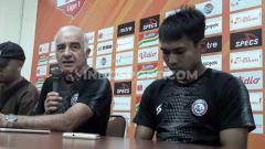 Indosport - Virus Corona di mata legiun asing Liga Indonesia, Alex Goncalves dan Mario Gomez.