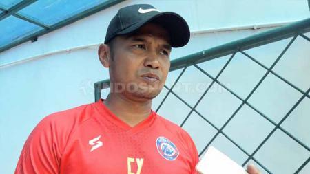 Caretaker klub Liga 1 Arema FC, Charis Yulianto memilih fokus pada pertandingan secara bertahap, ketimbang langsung berpikir ke laga kontra Persebaya Surabaya. - INDOSPORT