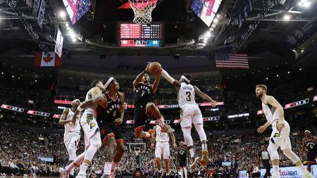 Pebasket Toronto Raptors, Kyle Lowry saat Toronto Raptors memenangkan pertandingan NBA atas Indiana Pacers. - INDOSPORT
