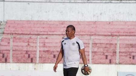 Klub Sulut United merekrut kiper legenda Timnas Indonesia dan Persipura Jayapura, Jendri Pitoy, menjelang Liga 2 2020. - INDOSPORT