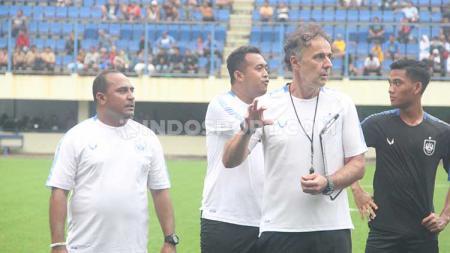 Imran Nahumarury dan Zarko Curcic saat memimpin PSIS latihan di Stadion Citarum, Kamis (6/2/20). - INDOSPORT