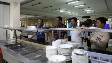 Menteri Pemuda dan Olahraga (Menpora), Zainudin Amali, meninjau pelatnas bulutangkis di Cipayung yang kini tengah bersiap untuk berlaga di Olimpiade Tokyo 2020 dan Badminton Asia Team Championship (BATC) 2020. - INDOSPORT