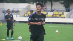 Indosport - Pemain muda PSIS Semarang Alfeandra Dewangga Santosa tidak menyangka dipanggil ke TC Timnas Indonesia besutan Shin Tae-yong.