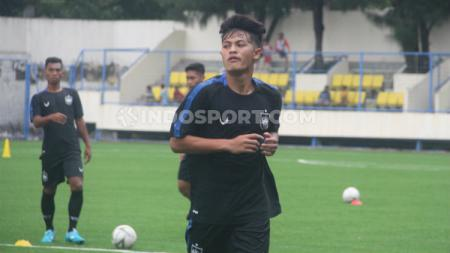 Alfeandra Dewangga saat berlatih bersama klub Liga 1 PSIS di Stadion Citarum. - INDOSPORT