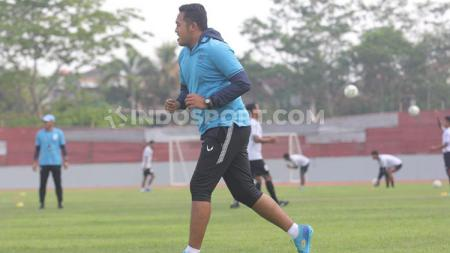 Salah satu staff kepelatihan PSIS Semarang, Achmad Resal Octavian baru saja dinyatakan lulus kursus lisensi kepelatihan B AFC. - INDOSPORT