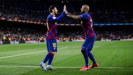 Buangan Barcelona, Arturo Vidal (kanan), jadi sasaran cemoohan Gerard Pique usai bantu antarkan Inter Milan juara Serie A Liga Italia 2020-2021. - INDOSPORT
