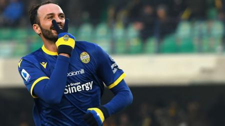 Giampaolo Pazzini merayakan golnya ke gawang Juventus. - INDOSPORT