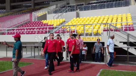 Ketum PSSI, Mochamad Iriawan saat meninjau Stadion Manahan Solo untuk persiapan Piala Dunia U-20 2021 - INDOSPORT