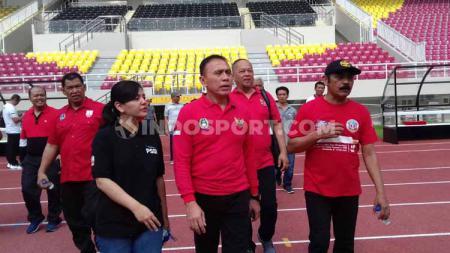 Ketum PSSI, Mochamad Iriawan saat meninjau Stadion Manahan. - INDOSPORT