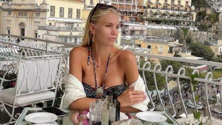 Daniela Christiansson, kekasih mantan suami Wanda Nara, Maxi Lopez. - INDOSPORT