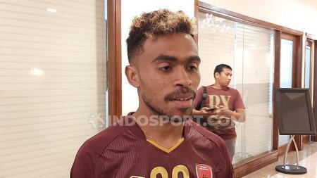 Pemain baru klub Liga 1, PSM Makassar, Yakob Sayuri. - INDOSPORT