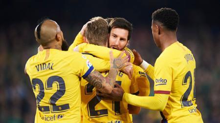 Situasi raksasa LaLiga Spanyol, Barcelona kian bergejolak karena diduga menghancurkan reputasi pemainnya sendiri. - INDOSPORT