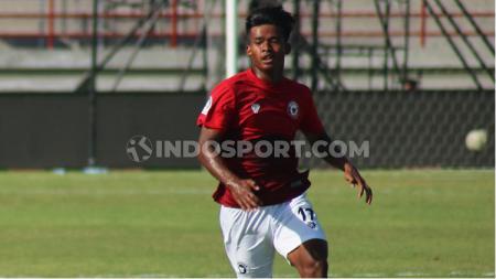 Wonderkid Bali United, Irfan Jauhari menikmati suasana trainning center (TC) virtual Timnas Indonesia U-19. - INDOSPORT