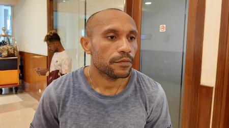 Rekrutan anyar klub Liga 1 PSM Makassar, Roni Beroperay, mengaku sempat ditawari bermain di luar negeri. - INDOSPORT
