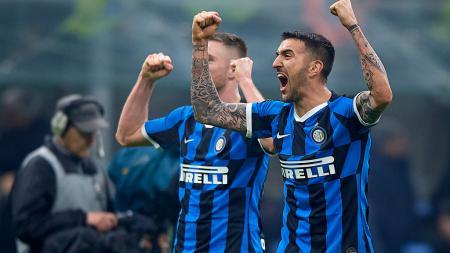 Matias Vecino (kanan) saat berselebrasi usai Inter Milan mengalahkan AC Milan - INDOSPORT
