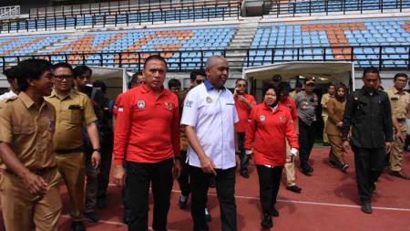 Ketua Umum PSSI, Mochamad Iriawan pada Senin (10/02/20) berkunjung ke Jawa Timur. Kunjungannya ini untuk melihat Stadion Gelora Bung Tomo (GBT) yang bakal menjadi salah satu venue Piala Dunia U-20 pada 2021. - INDOSPORT