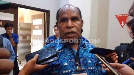Ketua Harian PB PON, Yunus Wonda, memaparkan kesiapan Papua sebaga tuan rumah edisi 2020. - INDOSPORT