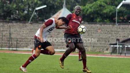 Persis Solo akan menghadapi Persib Bandung pada uji coba di Stadion Manahan, Sabtu (15/02/20). Laga itu jadi rangkaian HUT Pasoepati dan Kota Solo. - INDOSPORT