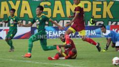 Indosport - Persik Kediri harus merasakan keganasan Persebaya Surabaya di laga perdana Grup A Piala Gubernur Jatim 2020, Senin (10/02/20) di Stadion Gelora Bangkalan, Madura.